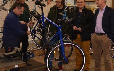 bode & Stephan GmbH spendet Beleuchtung für my.worX-Fahrradwerkstatt
